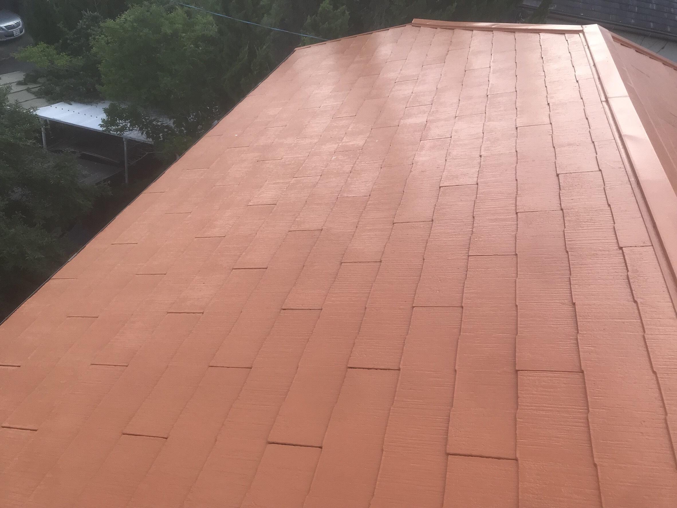 スレート屋根に長州産業の太陽光モジュールを取り付けます。