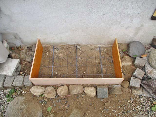 福岡市西区 N様邸 蓄電池ユニットの基礎工事 コンクリート補強金具