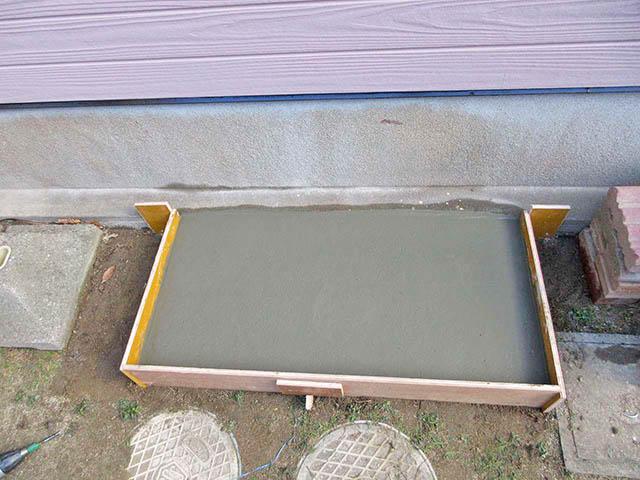 北九州市の原様邸にてスマートスターL蓄電池本体設置前の基礎打ちコンクリート流し込み