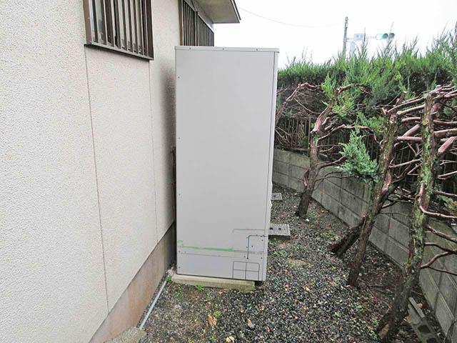 嘉麻市の甲斐様邸で日立のエコキュート設置前の旧電気温温水器