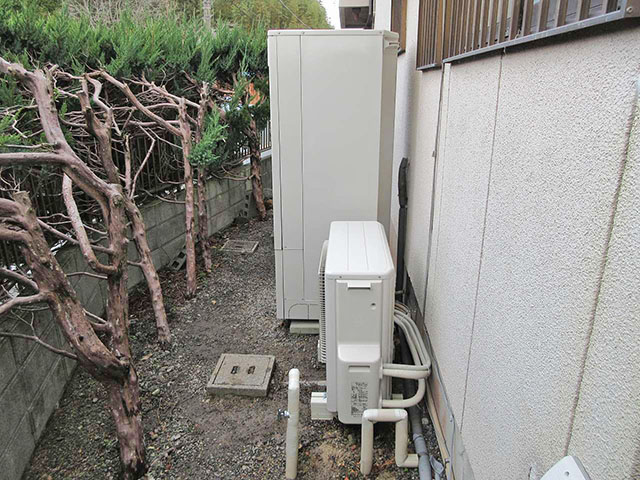 嘉麻市の甲斐様邸で日立のエコキュート本体とヒートポンプユニット設置