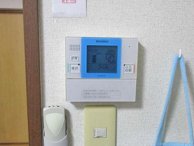 嘉麻市の甲斐様邸で日立のエコキュート設置前の旧電気温水器の台所リモコン