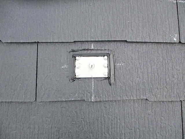 久留米市の山下様邸にて太陽電池モジュール設置用アンカー取り付け