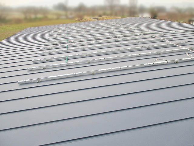 小郡市 T様邸 太陽光発電システム 架台フレームと電気配線