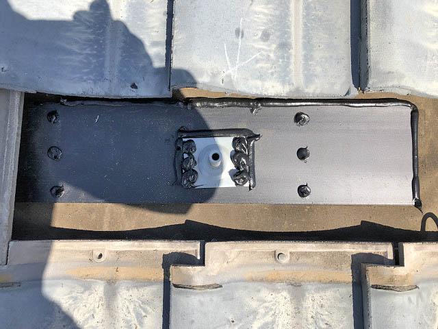 宮崎市 山下様邸 太陽電池モジュール設置中 アンカー部の補強板とコーキング