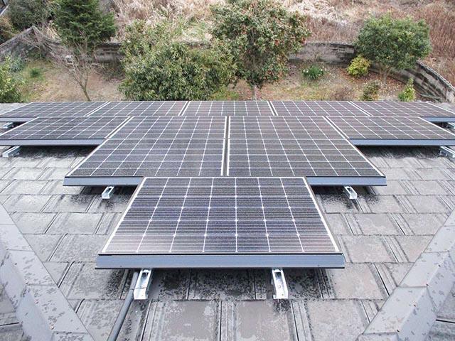 シャープの太陽光モジュール設置工事を飯塚市のY様邸で行いました