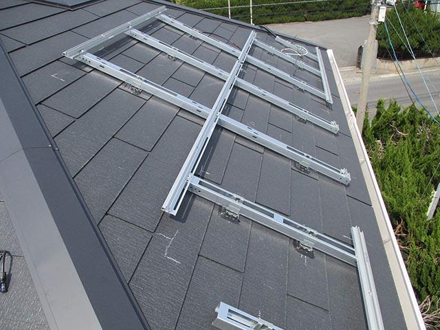 北九州市のM様邸にて長州産業の太陽光発電システム設置工事をしました。架台設置写真です。