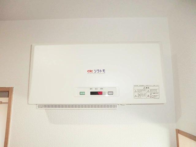 筑後市のT様邸にて太陽光発電システムの設置工事をしました。パワコン設置写真です。