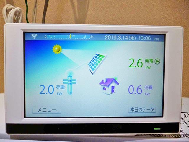 福岡市西区のH様邸にて長州産業Gシリーズの太陽光発電システム設置工事をしました。カラーモニター設置写真です。