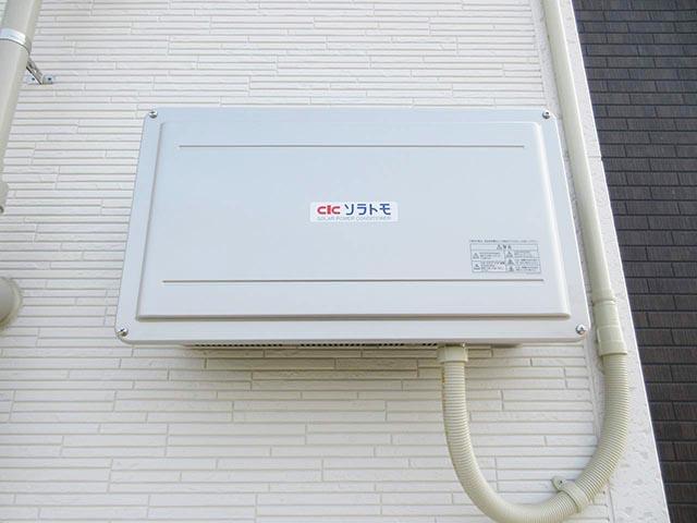北九州市のM様邸にて長州産業の太陽光発電システム設置工事をしました。パワコンの設置写真です。
