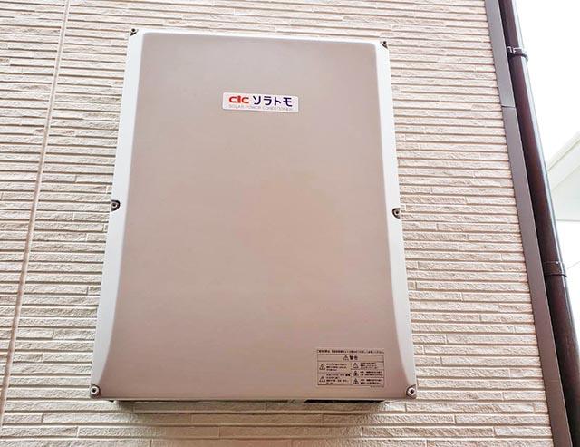 福岡市東区のI様邸にて長州産業Gシリーズの太陽光発電システム工事しました。パワコン設置写真です。