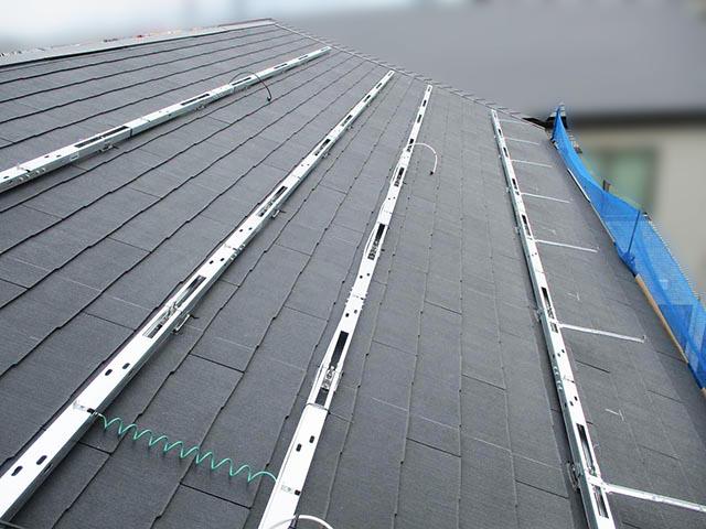福岡市西区のH様邸にて長州産業Gシリーズの太陽光発電システム設置工事をしました。架台設置写真です。