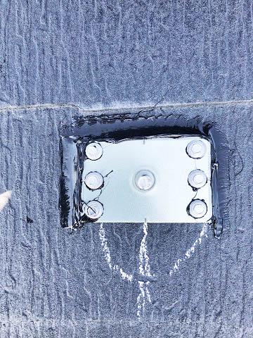 支持部には穴が開けられているので防水処理します