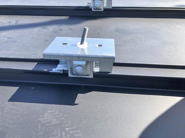 宮崎市の松浦様邸にて、太陽光モジュール取り付けるアンカー金具です
