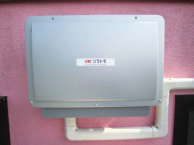 福岡県朝倉郡の渡辺様邸にて長州産業のフレキシブル蓄電システムの設置工事をしました。パワコン設置。