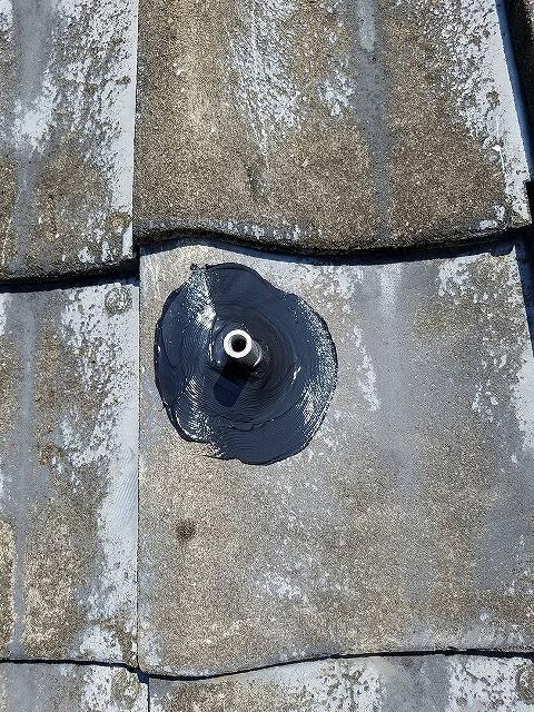 東彼杵郡のY様邸にて、太陽電池モジュールつける前にアンカー金具をつけます