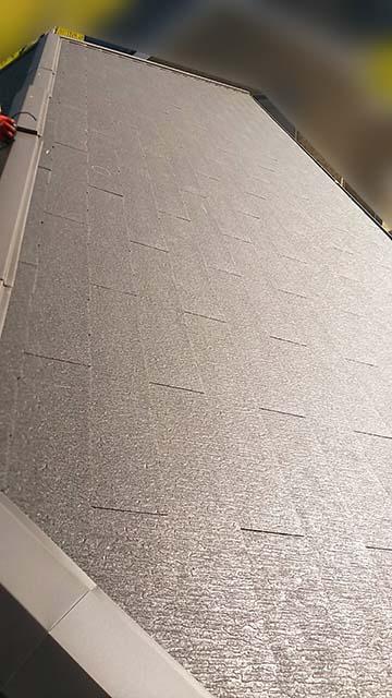 名古屋市港区のT様邸にてパナソニックの太陽光発電工事しました。施工前のスレート屋根。