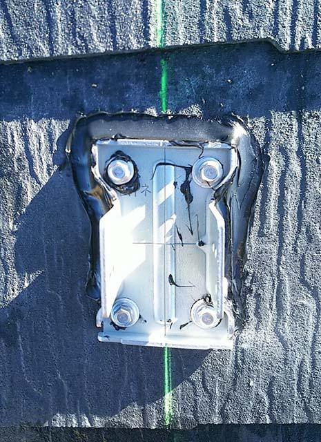 弥富市のS様邸でパナソニックの太陽光発電設置工事しました。アンカー金具取付と防水処理。