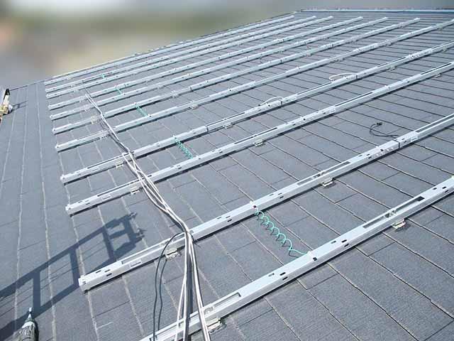 糟屋郡宇美町のI様邸にて太陽光発電の工事しました。架台設置写真です。