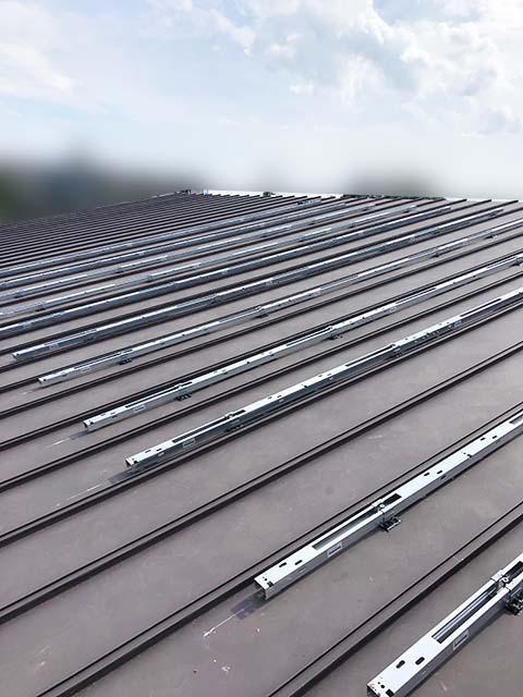 西都市の金丸様邸にて長州産業Gシリーズの太陽光発電システムの工事しました。架台設置写真です。