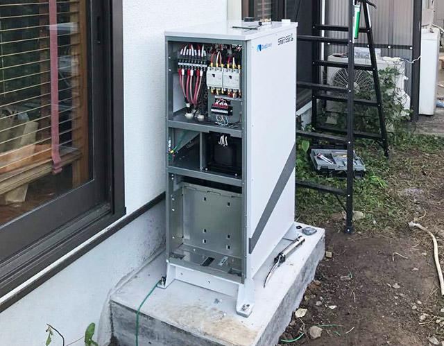 飯塚市のN様邸にてスマートスターL蓄電池設置しました!本体設置中です。
