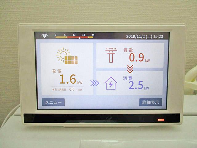宗像市のA様邸にて長州産業の太陽光発電システム(プレミアムブルータイプ)の設置工事をしました。カラーモニター設置です。