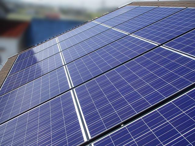 宗像市のA様邸にて長州産業の太陽光発電システム(プレミアムブルータイプ)の設置工事をしました。