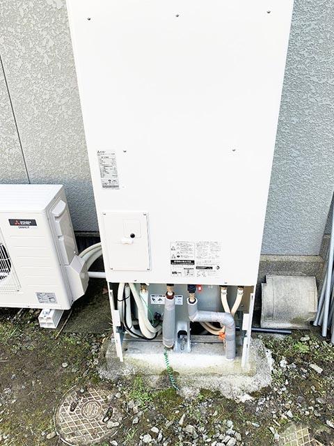 久留米市のS様邸にて三菱のエコキュート設置工事しました。配管施工。