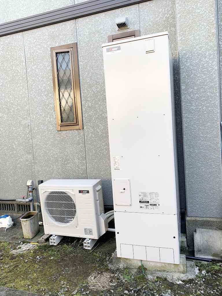 久留米市のS様邸にて三菱のエコキュート設置工事しました。