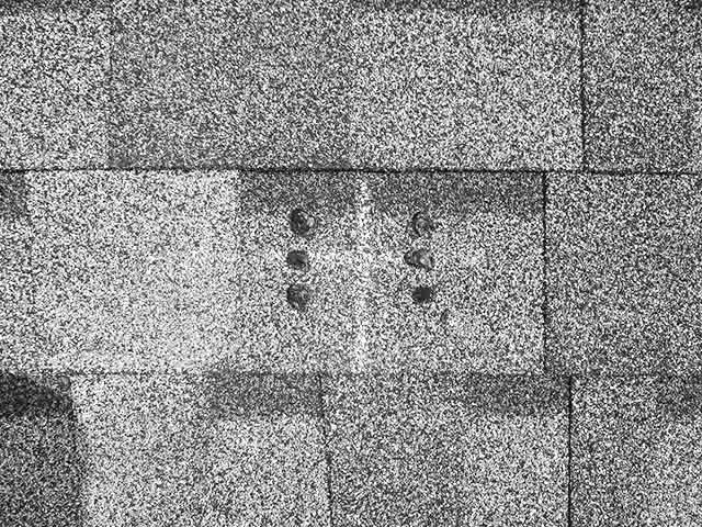 福岡県久留米市のT様邸にて長州産業の太陽光発電システムの設置工事をしました。アンカー金具取付用穴に防水処理を施します。