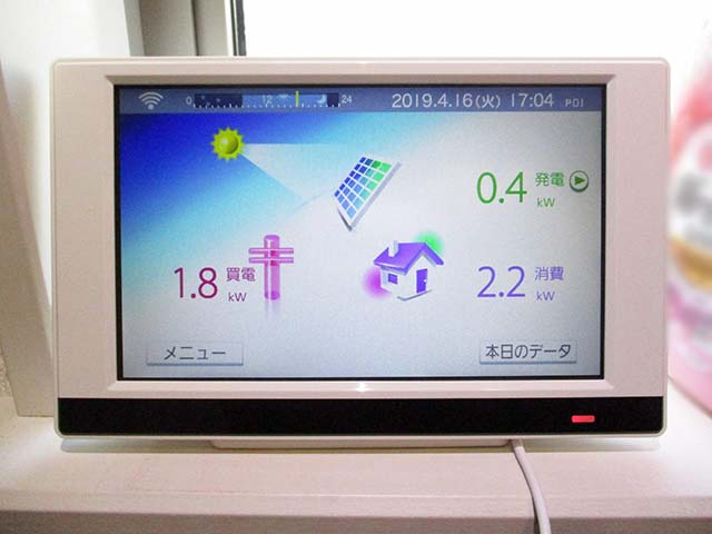 福岡県久留米市のT様邸にて長州産業の太陽光発電システムの設置工事をしました。カラーモニターです。