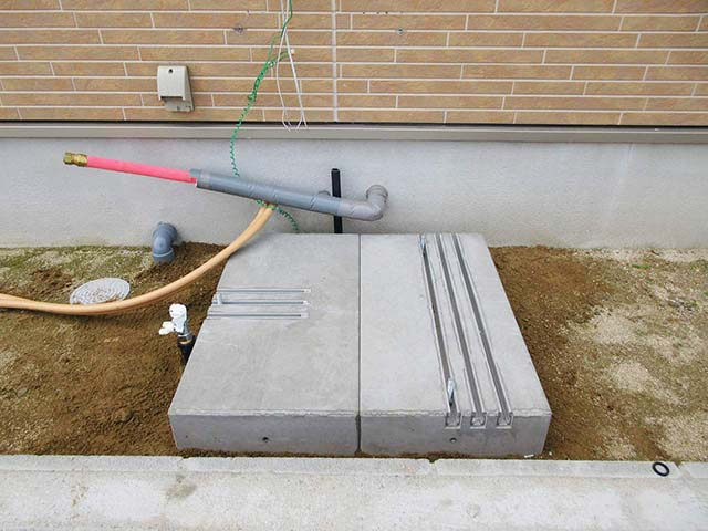久留米市のT様邸にて日立のエコキュート設置しました。基礎はエコベースを使いました。
