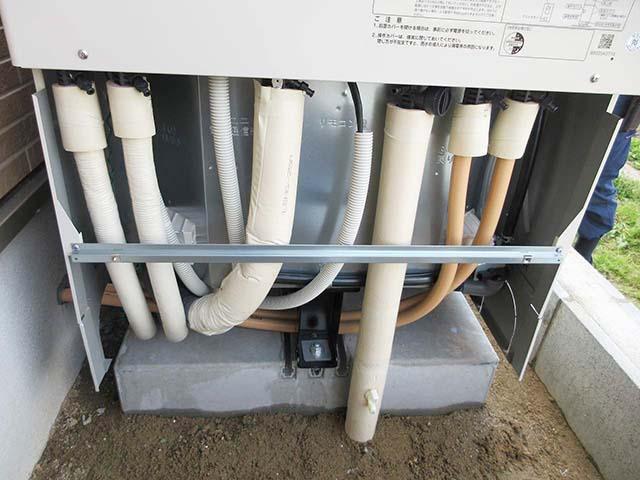 久留米市のT様邸にて日立のエコキュート設置しました。配管です。