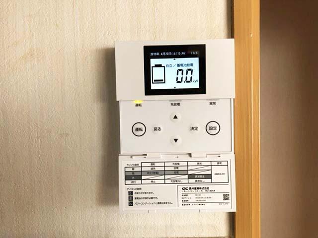 福岡県大野城市のS様邸にて長州産業の蓄電システムの設置工事ました。蓄電池のリモコンです。