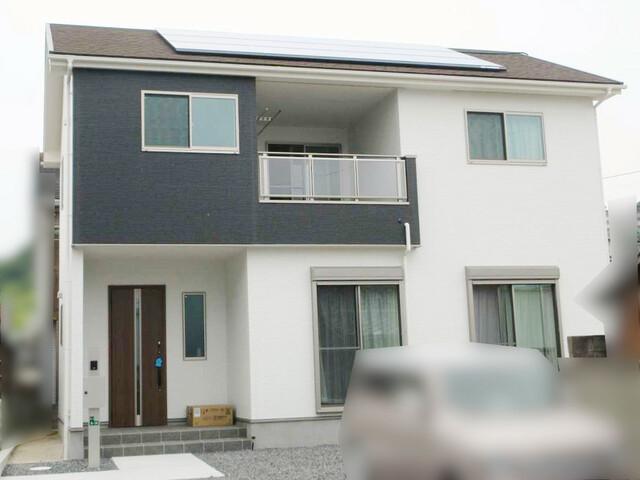 福岡県遠賀郡S様邸にて、太陽光発電システムを設置させて頂きました!