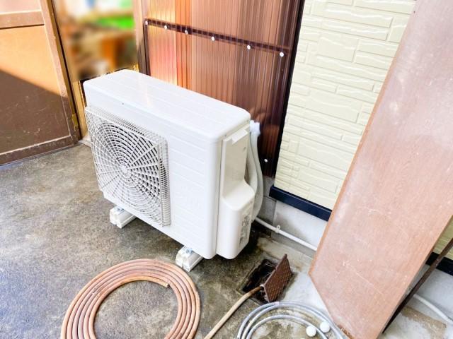 山口県下関市のS様邸にて、エコキュート設置しました≪ヒートポンプユニット≫