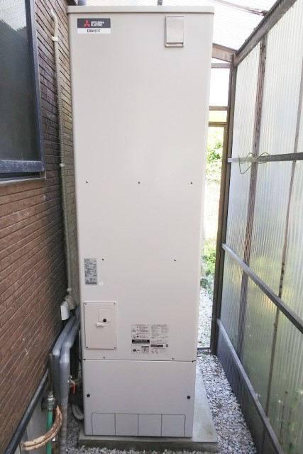 宮崎県西都市のO様邸にて、エコキュート設置しました≪貯湯ユニット≫