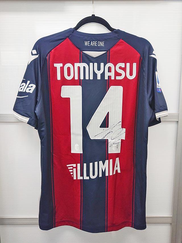サッカー日本代表の冨安のサイン入りユニフォームいただきました!