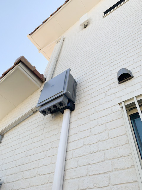 長崎県のM様邸にて、蓄電システムを設置しました≪パワコン≫屋外